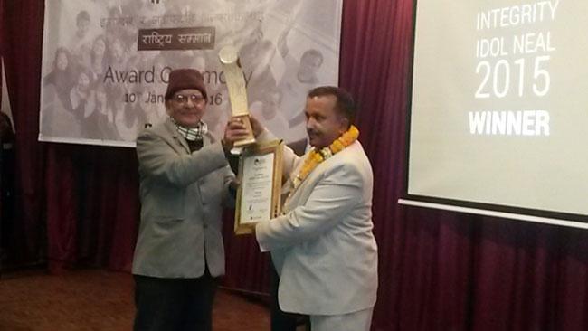 Gulmi CDO Pradip Raj Kandel bags integrity idol award