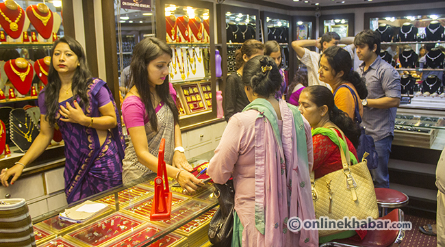 Gold price goes down, silver follows suit