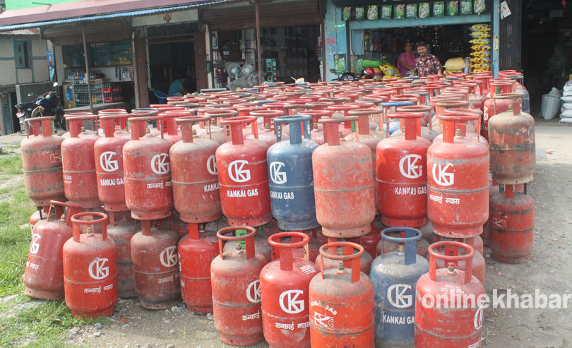 Opposition slams government over Rs 4 hike in cooking gas