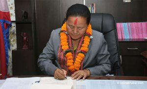 President appoints Tumbahamphe minister, swears her in