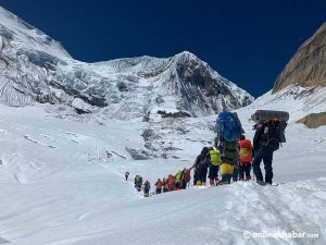 Season's first ascent of eight-thousander in Nepal: Bahraini prince's team climbs Manaslu