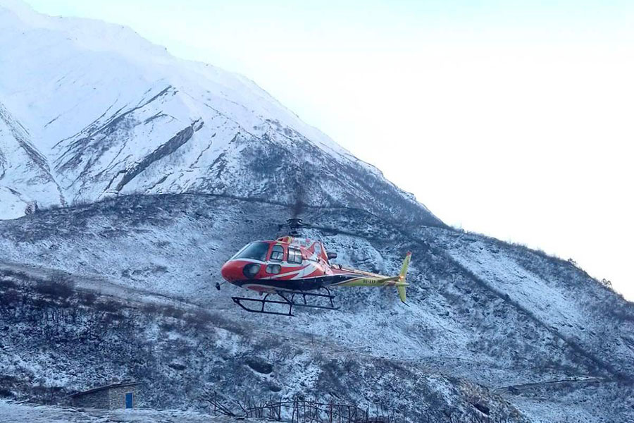File: A helicopter around the Dhaulagiri region