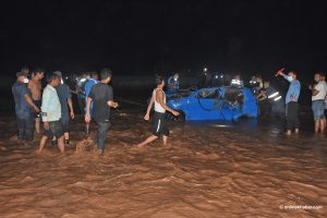Dang: 4 killed as flooded river washes away a car